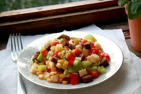 Овощные салаты - обязательное блюдо в диете при гепатозе